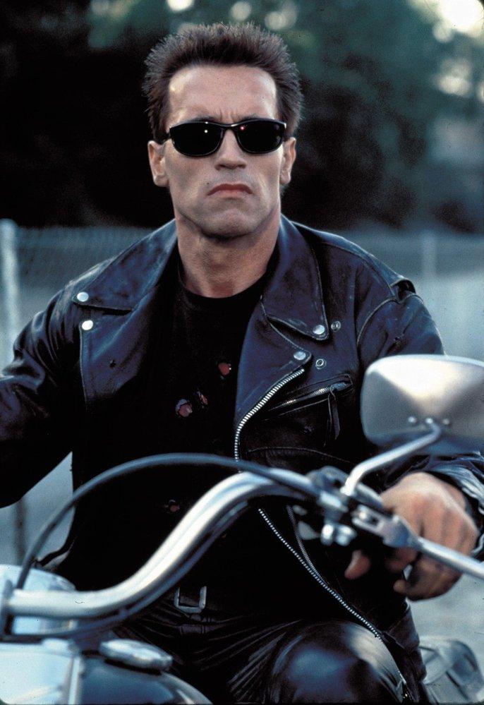 Arnold Schwarzenegger jako T-800 ve snímku Teminátor 2: Den zúčtování.