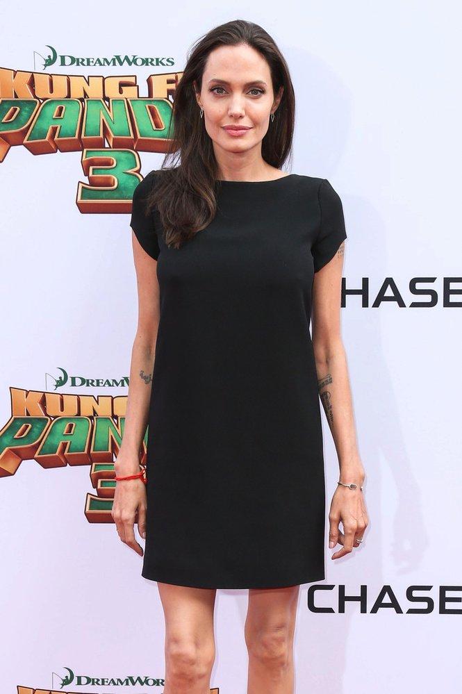 Angelina Jolie je kost a kůže.