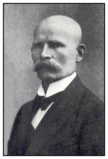 Josef Klenovec, polenský strážmistr. Zatýkal Leopolda a flákal vyšetřování.