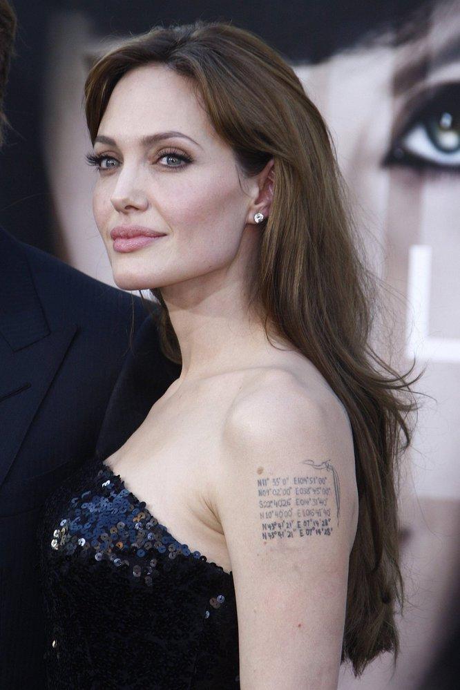Tetování Angeliny Jolie