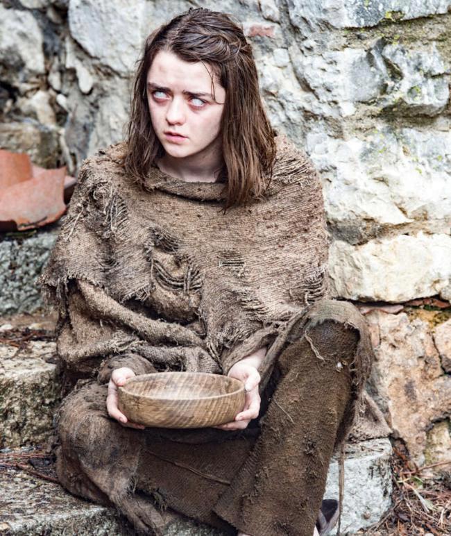 Maisie Williams jako Arya Stark v seriálu Hra o trůny.