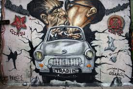 Soudružský polibek na berlínské zdi
