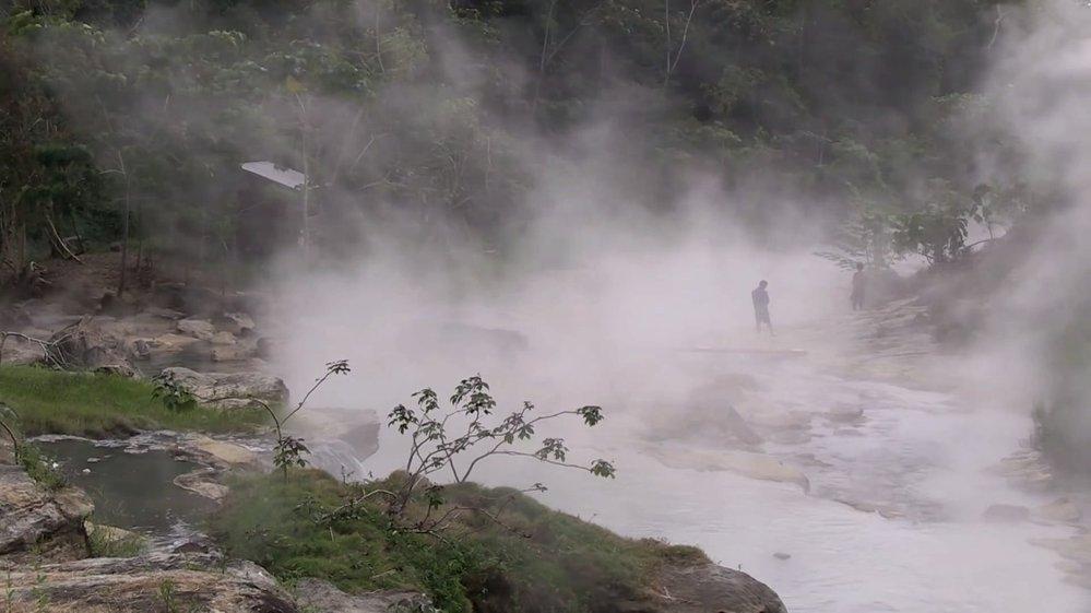 Pád do vroucí řeky znamená jistou smrt.