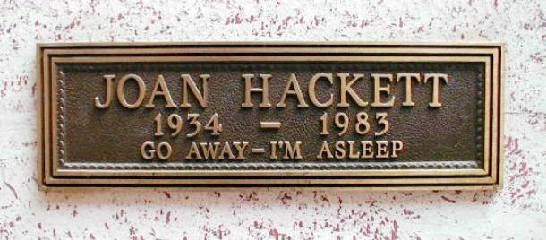"""Stručný a jasný vzkaz americké herečky Joan Hackett: """"Běžte pryč, spím"""""""