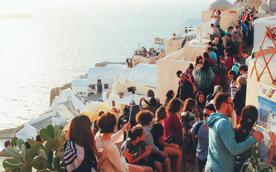 Ve skutečnosti se opět budete proplétat mezi davy turistů.