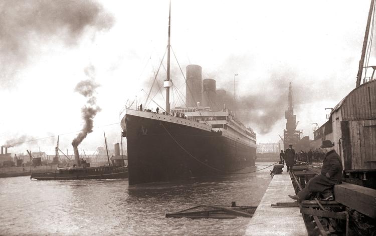 """""""Nepotopitelná"""" loď před potopením"""