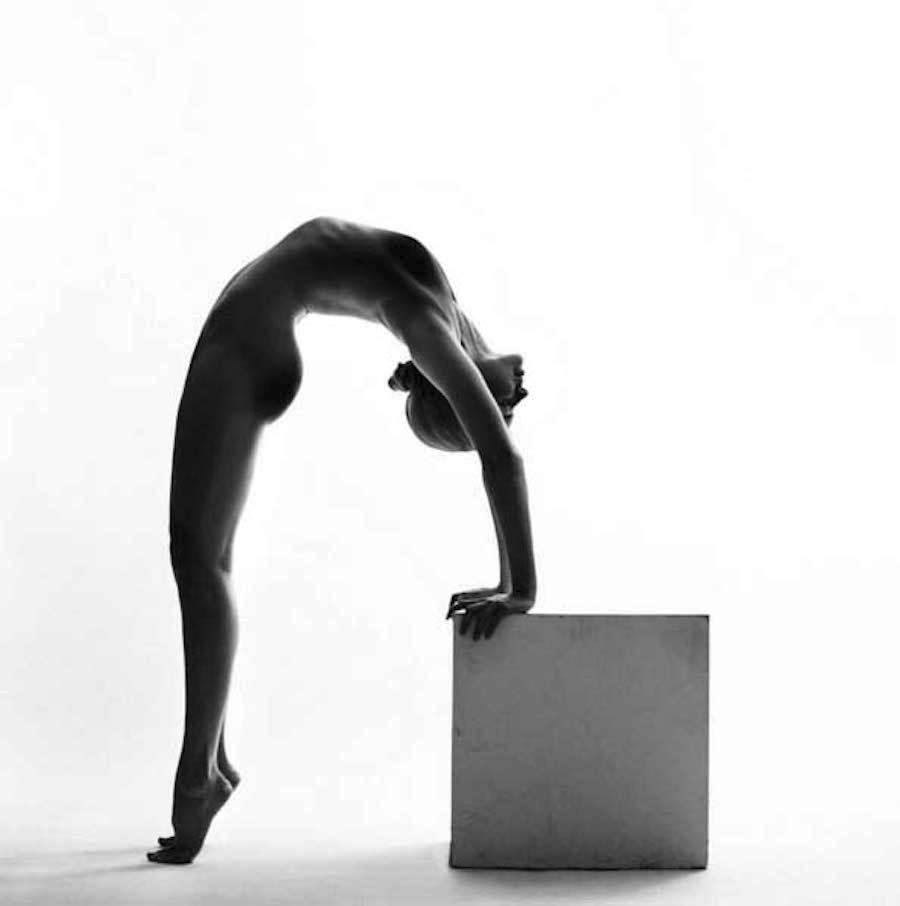 Černobílá elegance nahého ženského těla