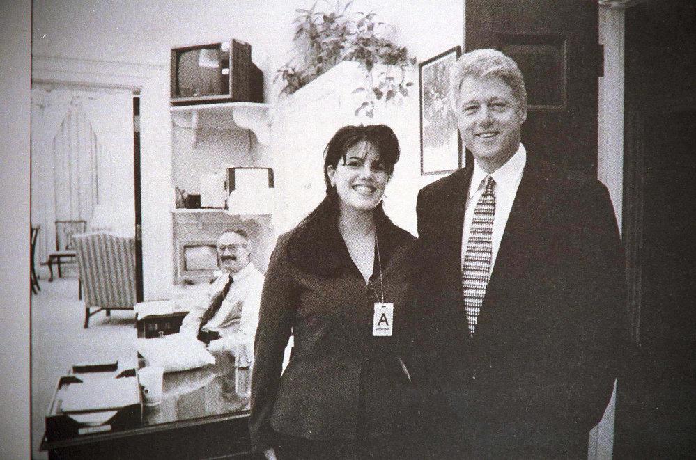 Bill Clinton málem dojel na to, že lhal o poměru se stážistkou Monicou Lewinskou