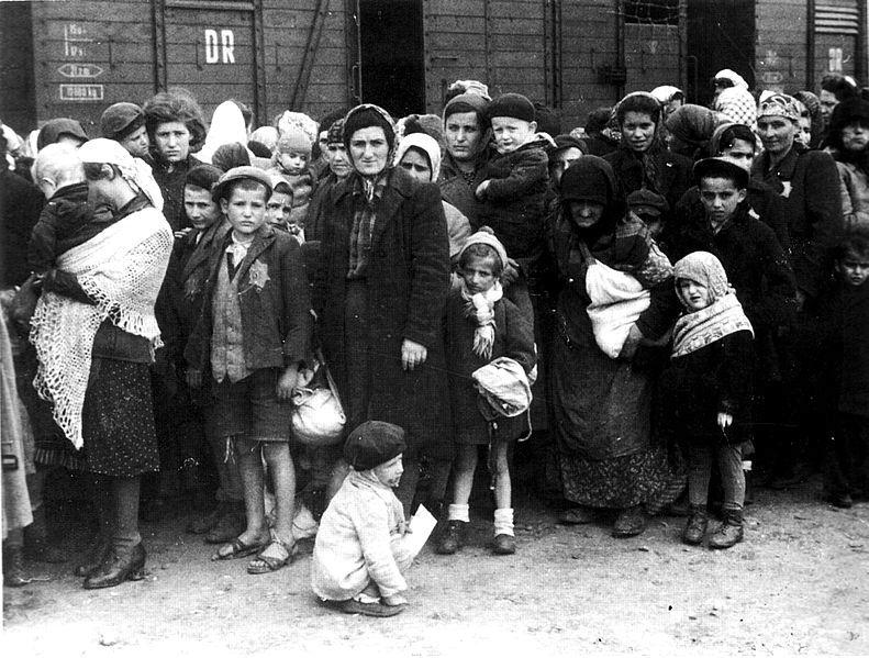 Maďarští Židé dorazili do Osvětimi, 1944.