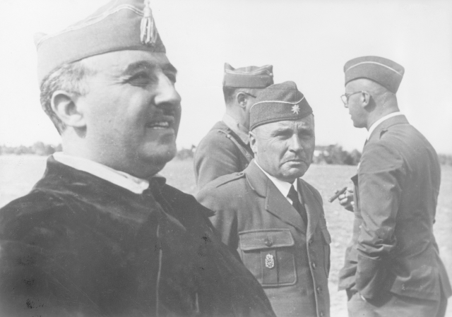 """""""Caudillo"""" Francisco Franco zvítězil s podporou Německa a Itálie v krvavé občanské válce ve Španělsku v letech 1936-1939."""