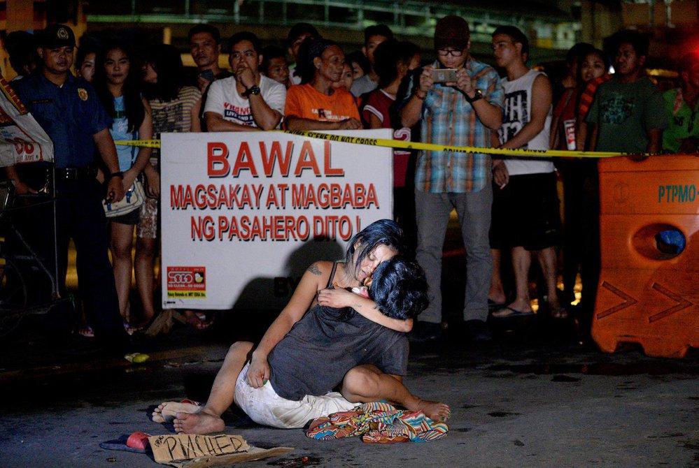 Na Filipínách byly v souvislosti s potíráním drog zabity stovky lidí za pár týdnů. A to nejen dealerů, ale i uživatelů.