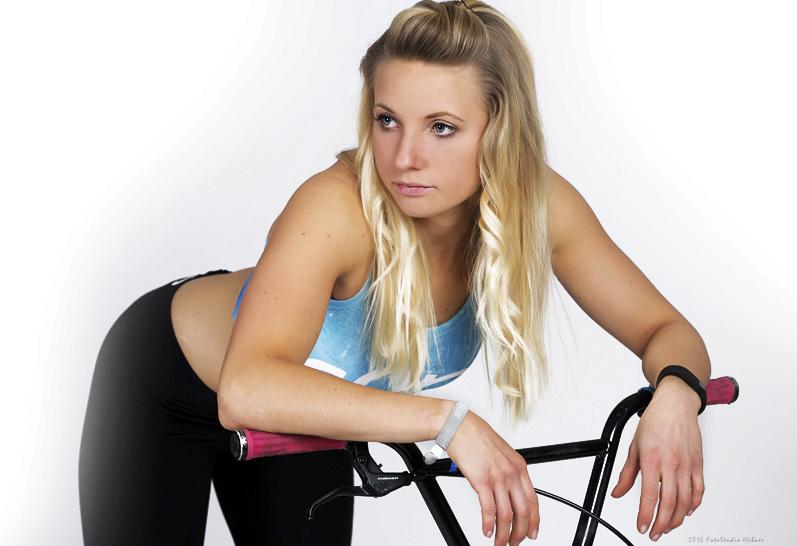 Cyklistka Nadja Priesová