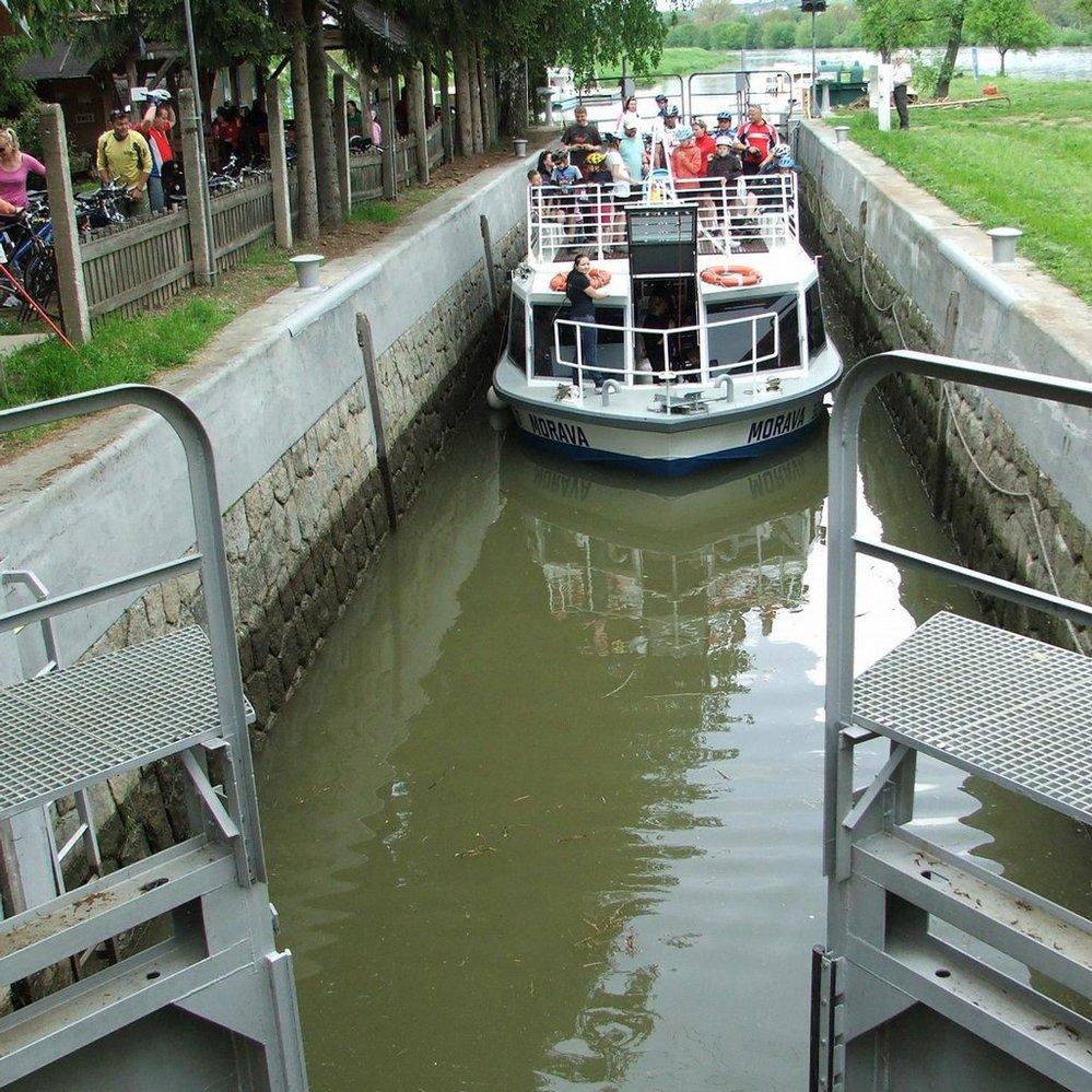 Baťův kanál - plavební komora Spytihněv