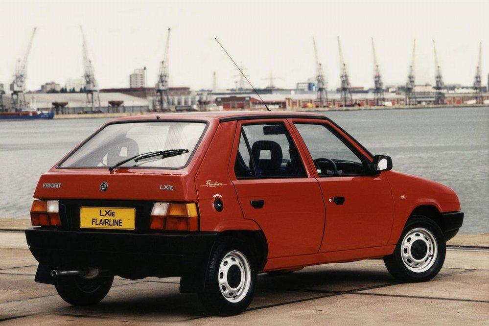 **Favorit** vznikl ještě za socialismu jako nástupce řady Škoda 105/120. Původní návrh nakreslil Bertone. První moderní novodobé auto škodovky nebylo špatné, ale přišlo pozdě a mělo zastaralý motor.