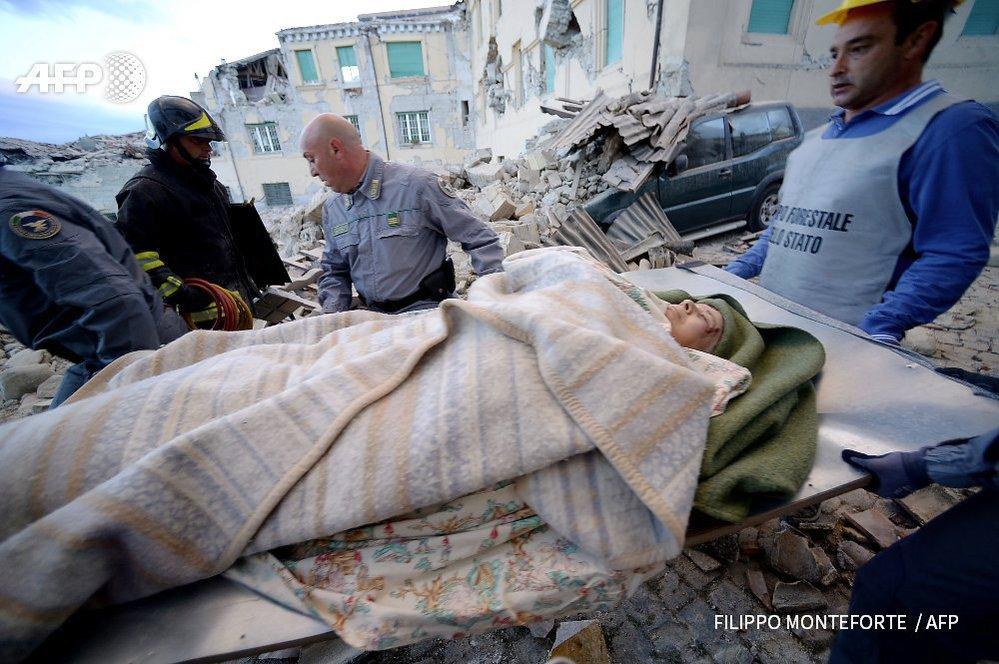 Na místě neštěstí zasahují záchranáři i speciální týmy