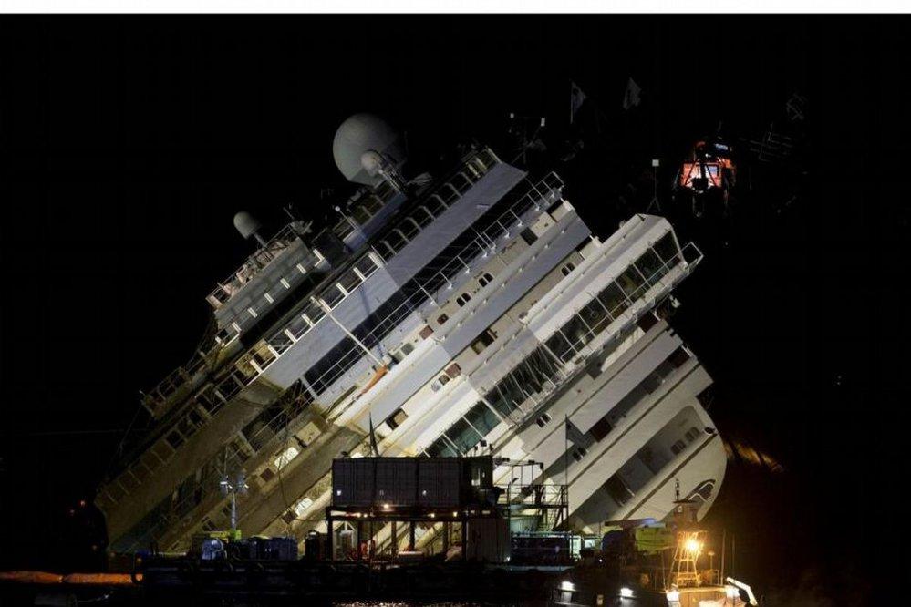 Průběh stabilizace lodi Costa Concordia