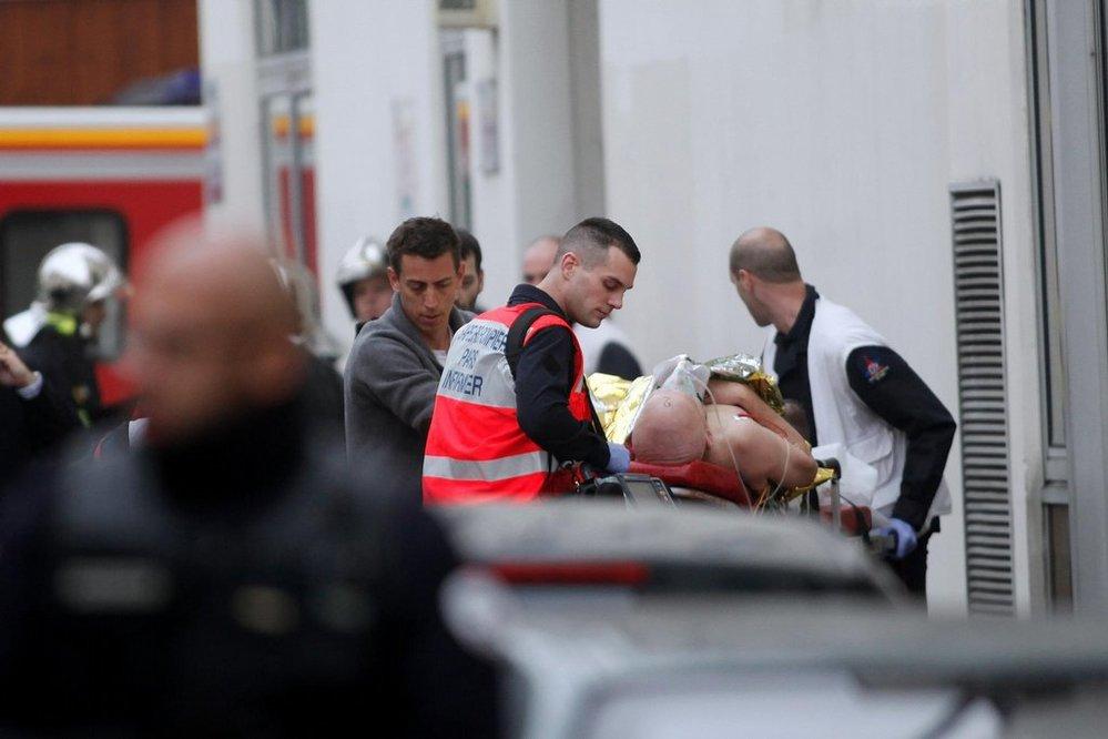 Střelba v týdeníku Charlie Hebdo si vyžádala několik mrtvých (7. ledna 2014)