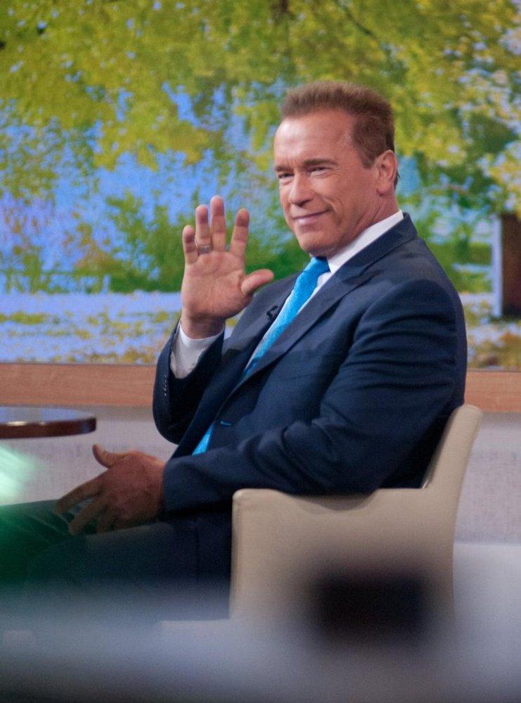 Arnold Schwarzenegger při televizním rozhovoru. (Foto: Profimedia)