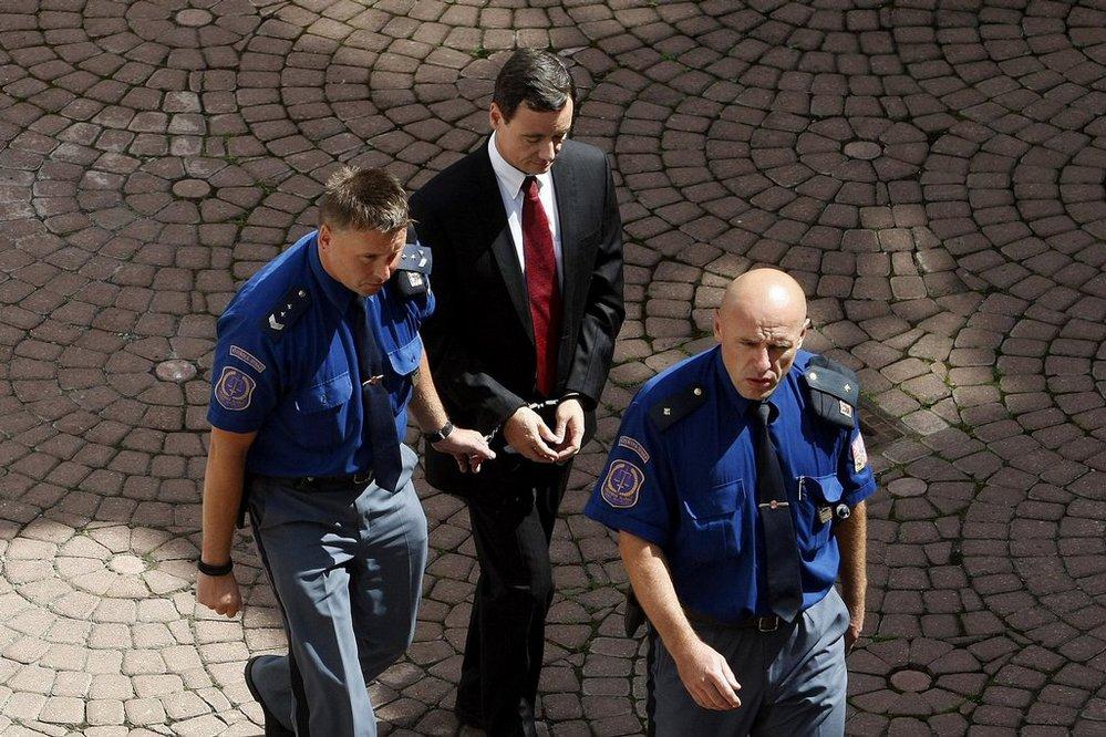 Okresní soud Praha-východ projednával žádost obviněného poslance a bývalého středočeského hejtmana Davida Ratha o propuštění z vazby (2016).