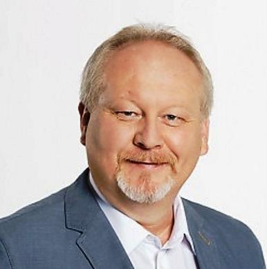 Michal Kortyš (ODS) - obvod Svitavy (č. 50): Podnikatel, v letech 2006 až 2014 starosta Litomyšle a nyní náměstek hejtmana Pardubického kraje. Ve druhém kole porazil Pavla Havíře z ČSSD, když získal více než 60 procent.