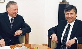 Topolánek pak navrhl na premiéra dočasné úřednické vlády statistika Jana Fischera. Fischerova vláda ale úřadovala déle než se čekalo a Topolánka se mezitím ODS zbavila.