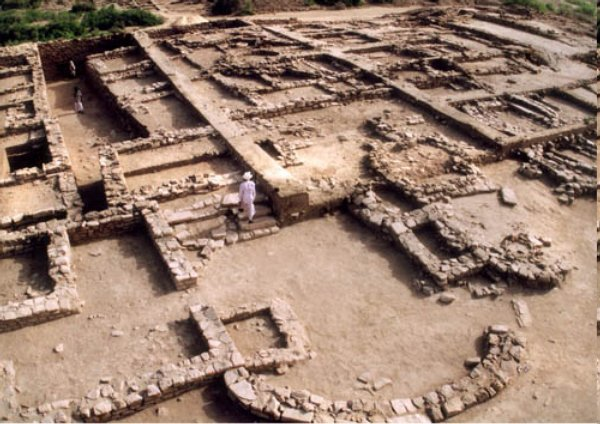 9. Rákhigarhí (Indie) jedno z největších dávných nalezišť harappské kultury v údolí Indu
