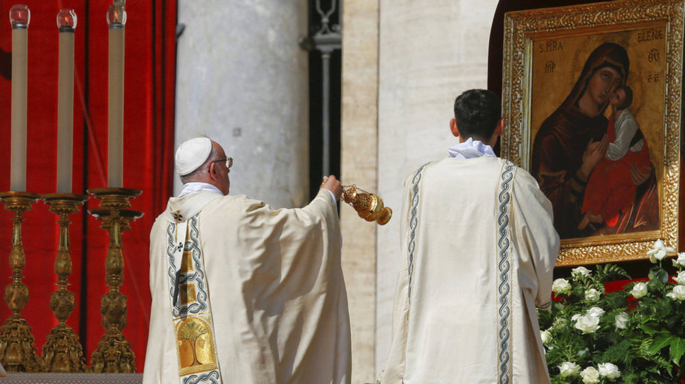 Papež František ve Vatikánu svatořečil Matku Terezu