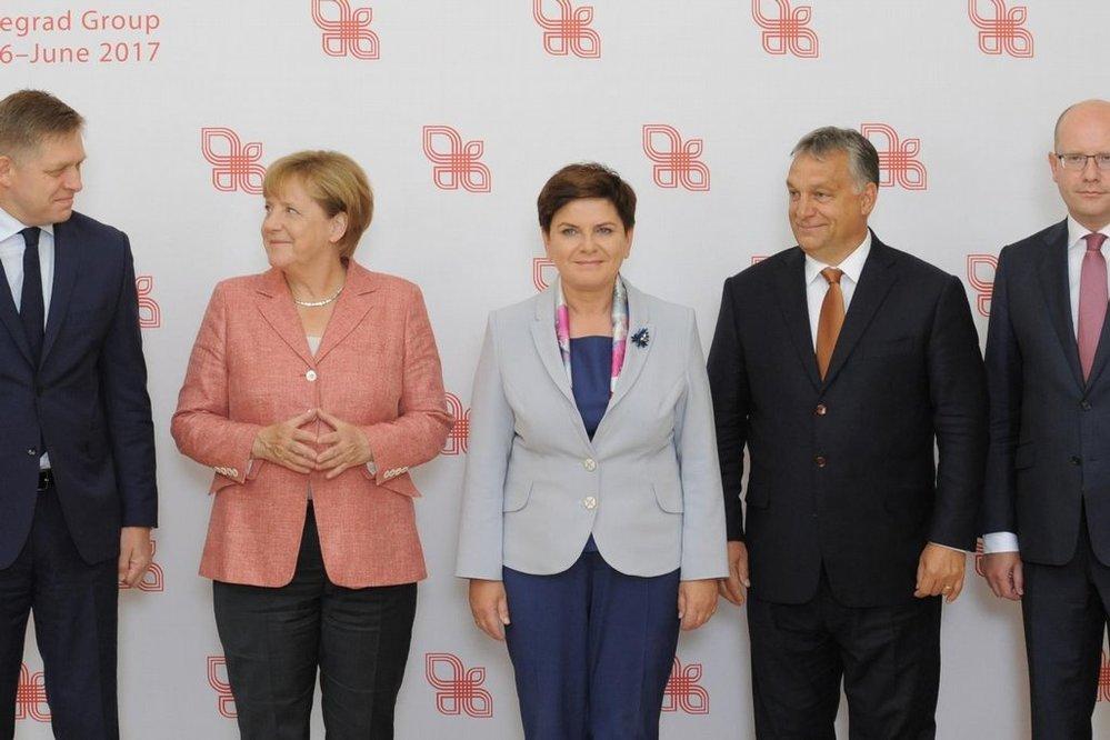 Fico, Merkelová, Szydlová, Orbán, Sobotka, V4