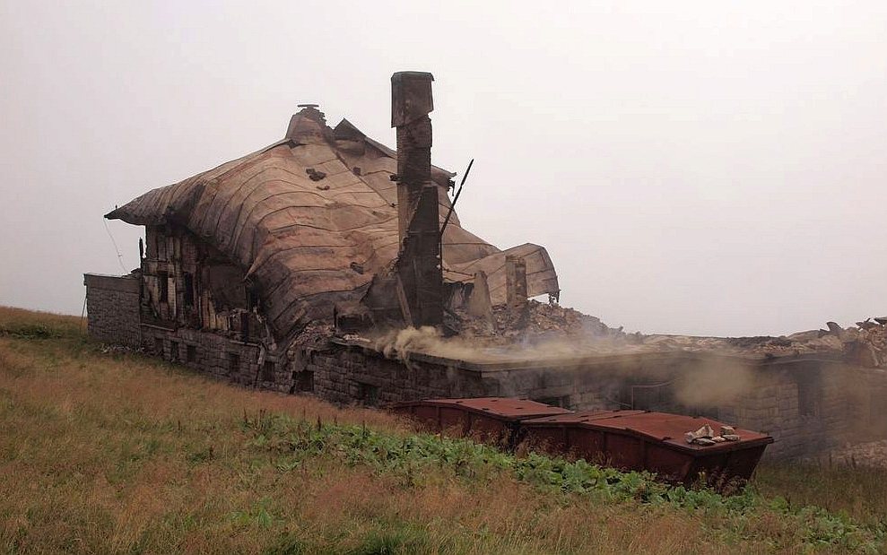 Požárem zničená Petrova bouda.