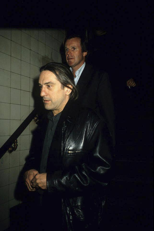 Robert De Niro míří k bazénu