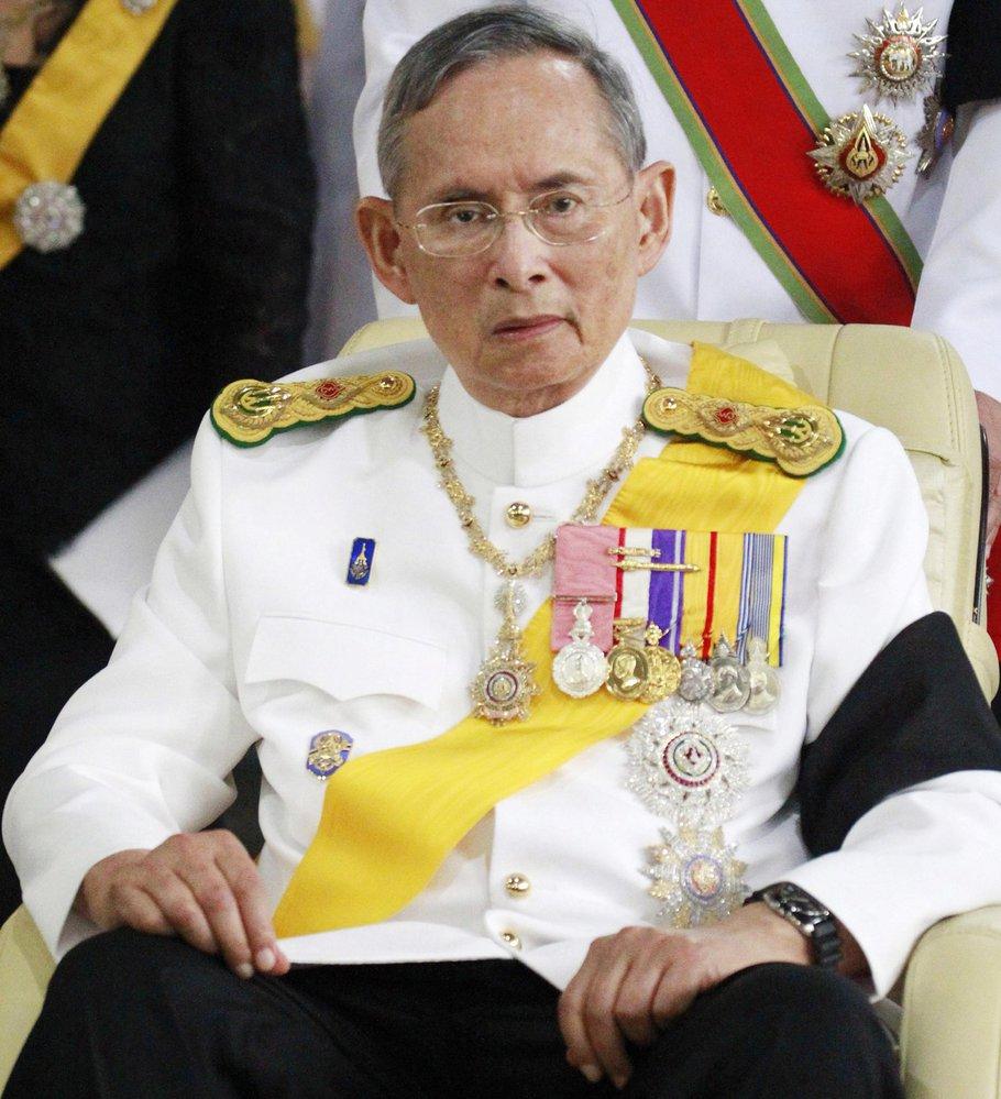 Ve věku 88 let dnes zemřel thajský král Pchúmipchon Adundét.