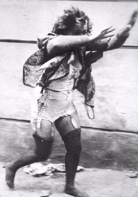 Šokující historické fotografie z pogromu na Židy v ukrajinském Lvově.
