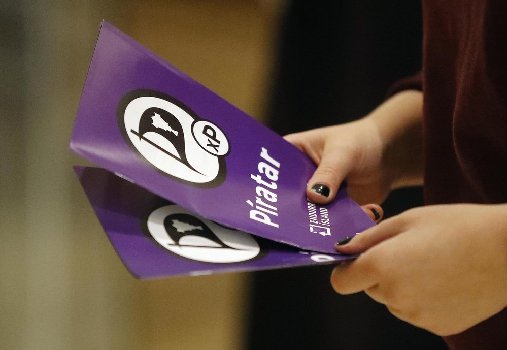 Volební letáky Pirátů, kteří obsadili třetí místo a budou mít v parlamentu devět křesel.