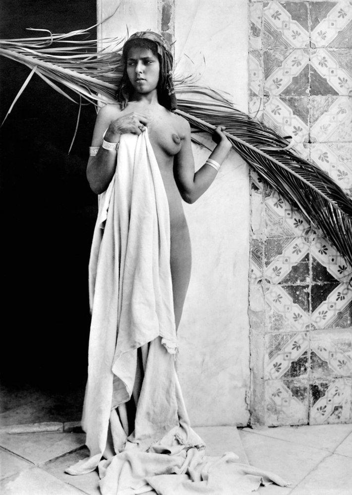 100 let staré akty afrických krásek od fotografa českého původu Rudolfa Franze Lehnerta.