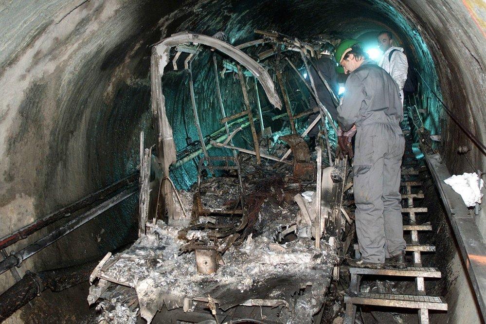 Z vozu lanovky, kde vypukl požár mnoho nezbylo