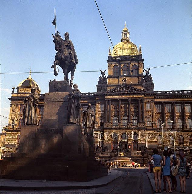 Jak vypadalo hlavní město Československa bez turistů?(1975)