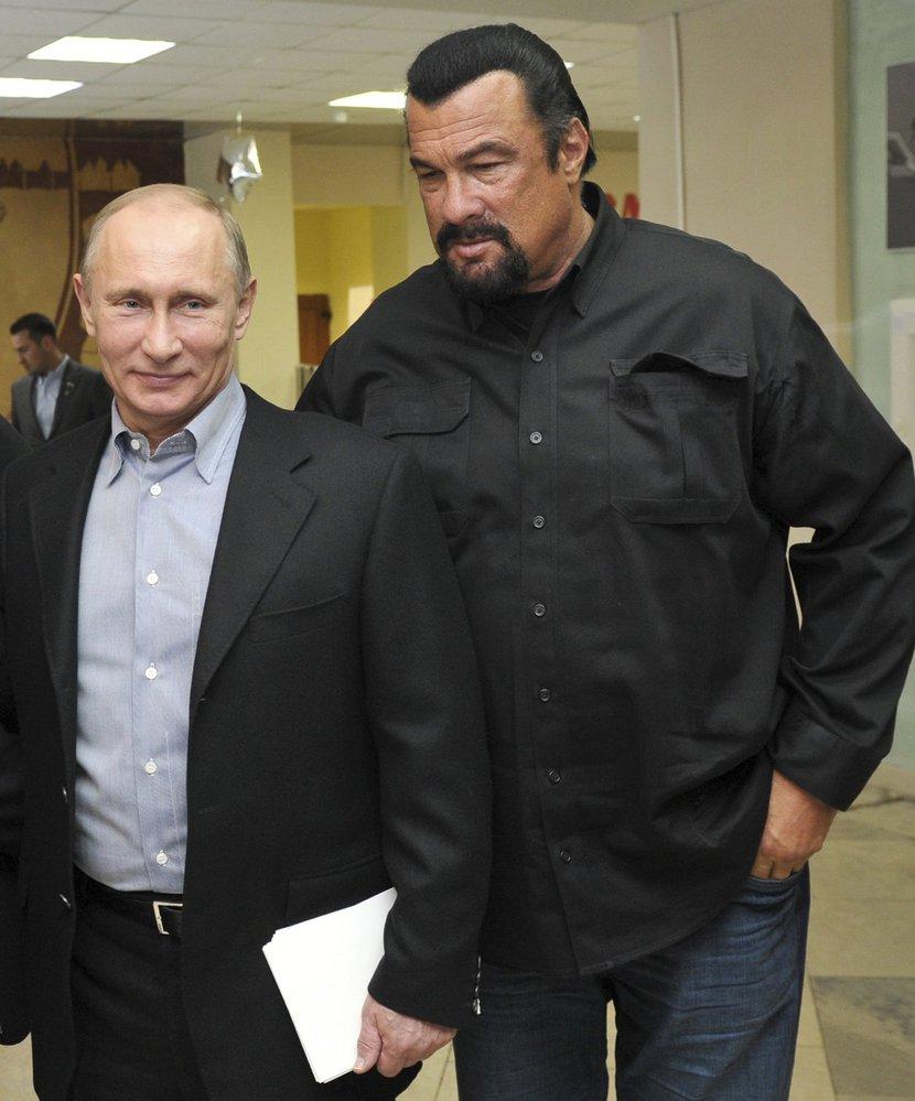 Steven Seagal přebírá ruský pas