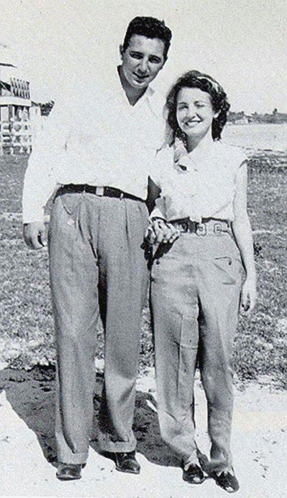 Se svoji první manželkou Mirtou Diaz-Balartovou v roce 1949