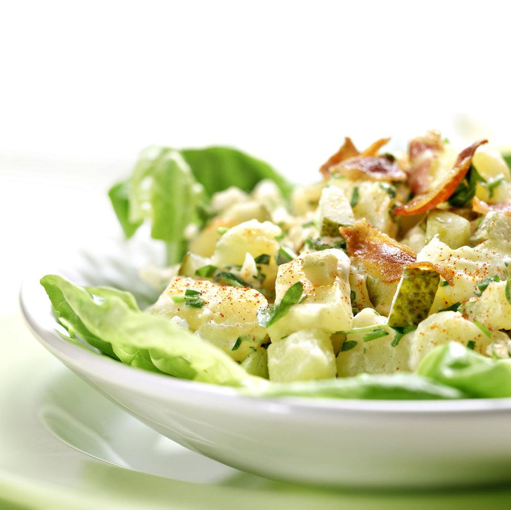 Bramborový salát s listovým salátem
