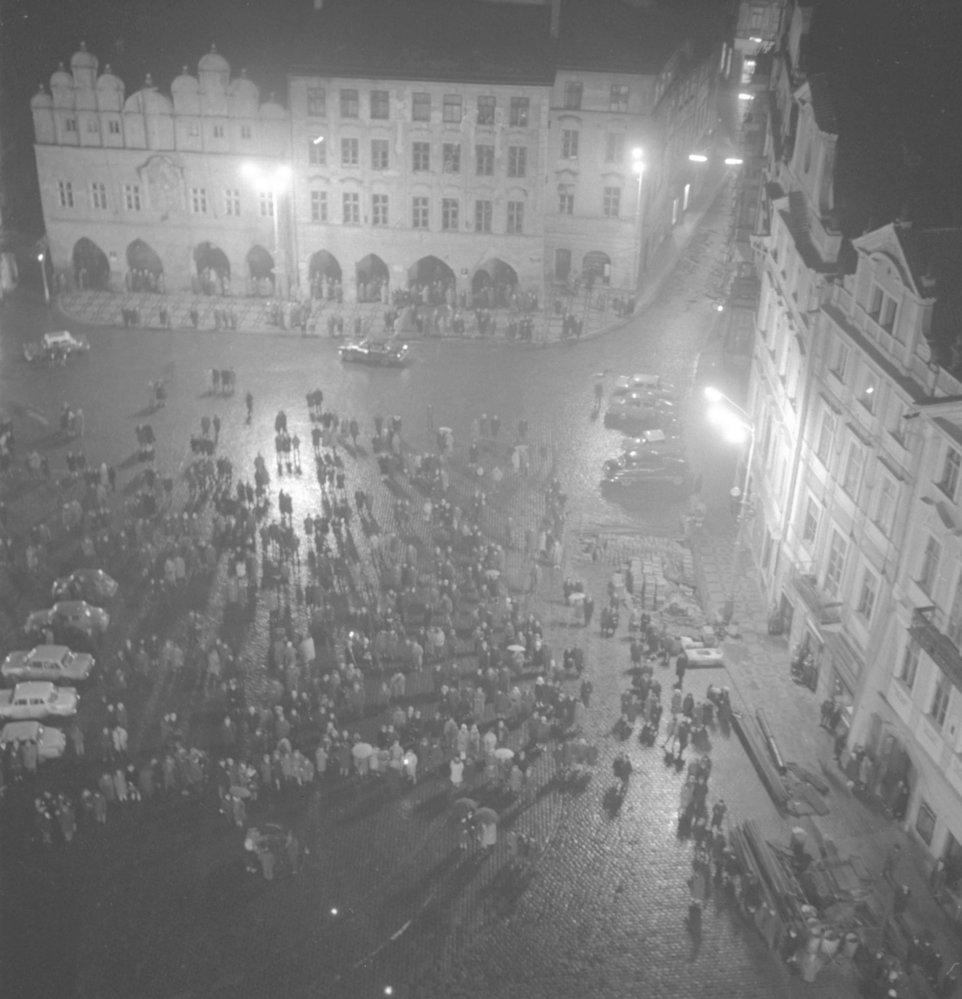 Staroměstské náměstí během silvestrovských oslav v roce 1967.