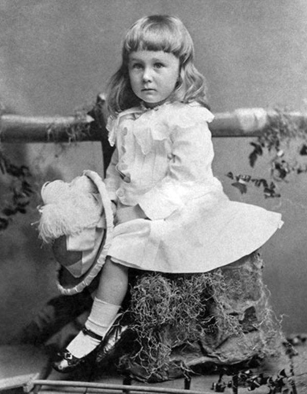 Americký prezident Franklin Delano Roosevelt byl v dětství dlouhovlasý.