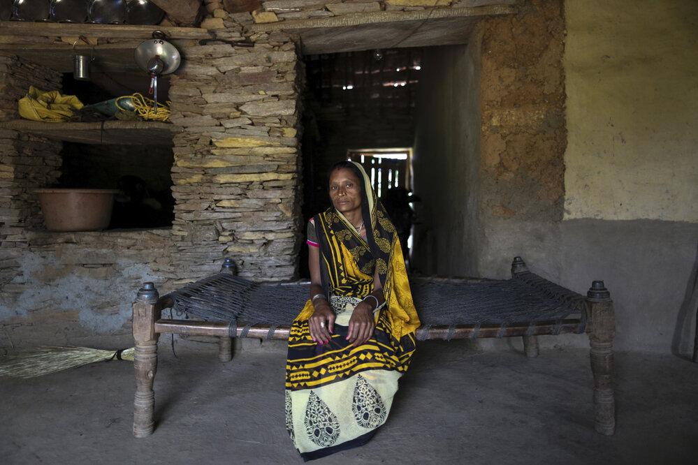 Ve společnosti Bhilů i nadále vládne kastovní systém. I proto tradice Nata Pratha stále přežívá.