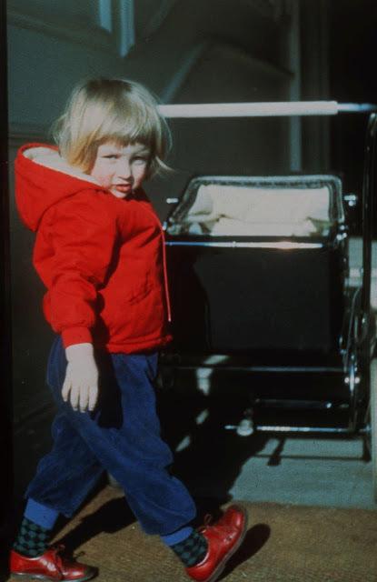 3letá Diana s kočárkem.
