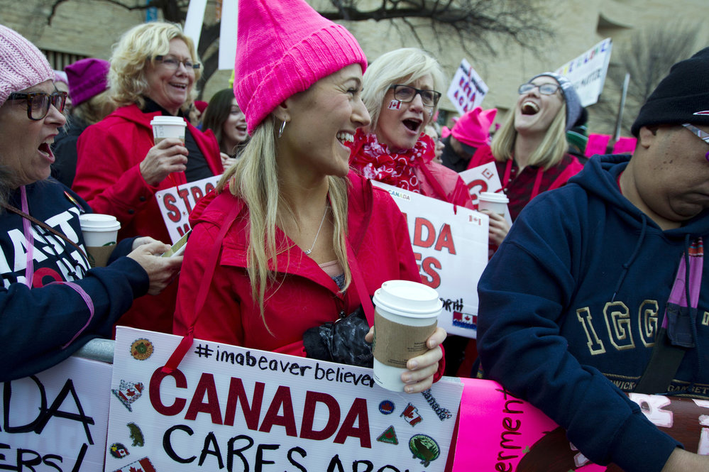 Masovou účastí před Kongresem ve Washingtonu začala manifestace za práva žen, čeká se 250 000 lidí. Akce není označována za protest proti Trumpovi.