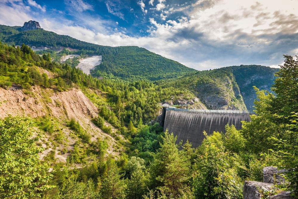 Zasypaná přehrada Vajont v italských Dolomitech.