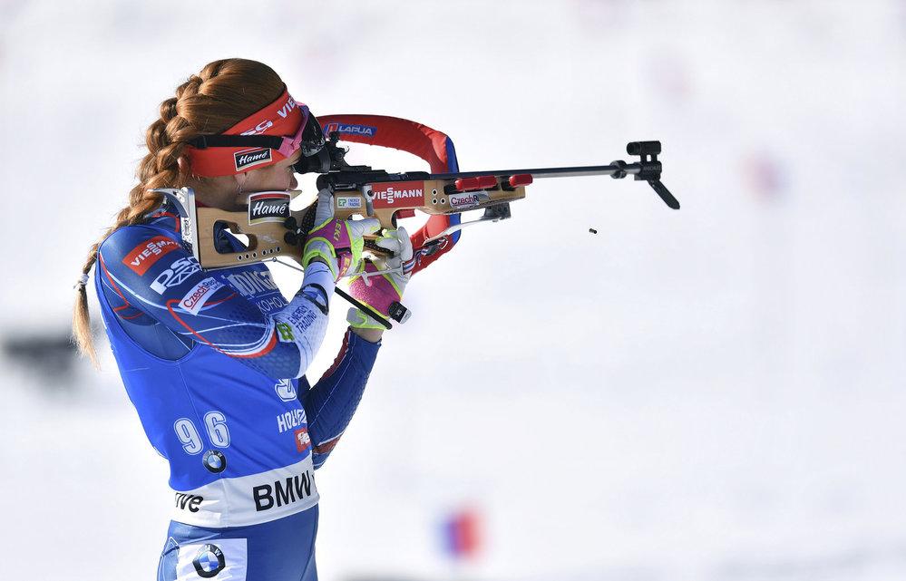 Střelba Gabriely Koukalové při zlatém sprintu na MS