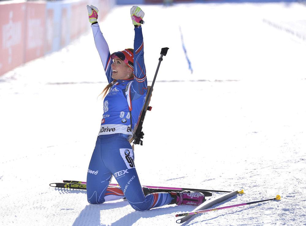 Česká biatlonistka Gabriela Koukalová se raduje ze zlaté medaile na MS v Hochfilzenu