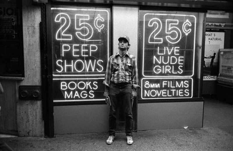 Herec Bill Murray pózuje na Times Square.