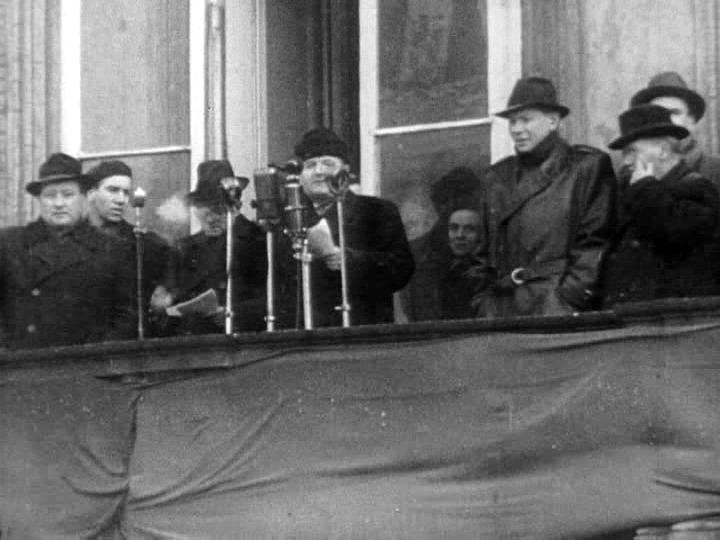 Klement Gottwald vyhlašuje vítězství komunistů.
