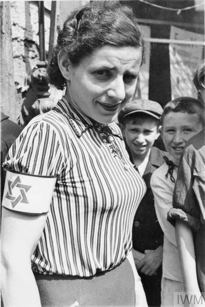 Život v židovském ghettu ve Varšavě v roce 1941 na unikátních fotografiích